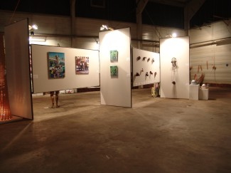look into the exhibition hall, paintings and sculptures
